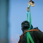 В Киеве демонтировали памятник Суворову (фото)