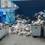 Оккупированную Керчь завалило мусором