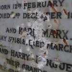 Надгробие могилы Карла Маркса в Лондоне разбили молотком (фото)
