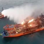 Горящие у берегов оккупированного Крыма танкеры с контрабандным газом попали в шторм