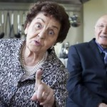 60-летняя пара подала на развод из-за того, что муж притворялся глухим и слепым