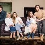 Анастасия Заворотнюк поделилась редким фото с мужем и тремя детьми