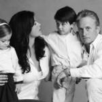 Кэтрин Зета-Джонс показала трогательный семейный кадр