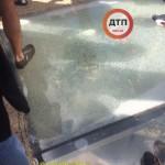 Новый стеклянный мост в Киеве расстреляли вандалы — фото