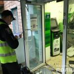 В Киеве в отделении ПриватБанка взорвали банкомат (фото)